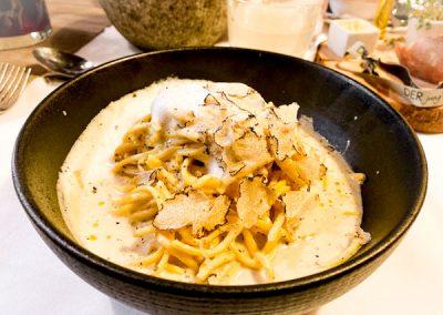 Tagliollini mit weißer Trüffel mit Parmesancreme